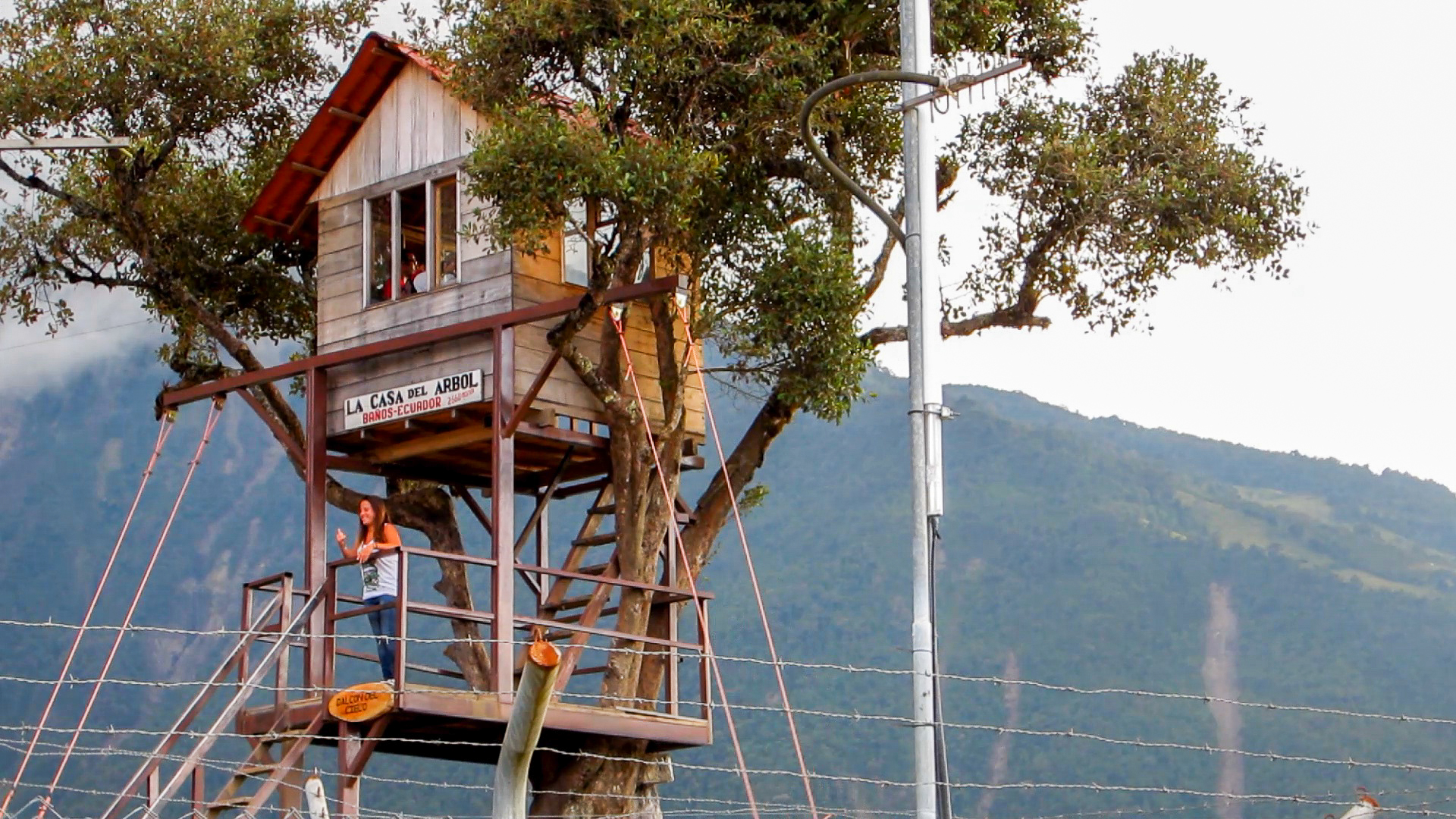 La casa del arbol ba os de agua santa en ecuador for Casa del arbol cuenca